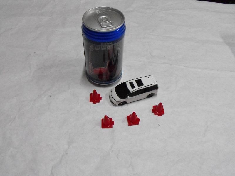 易拉罐制作小汽车图片免费下载;